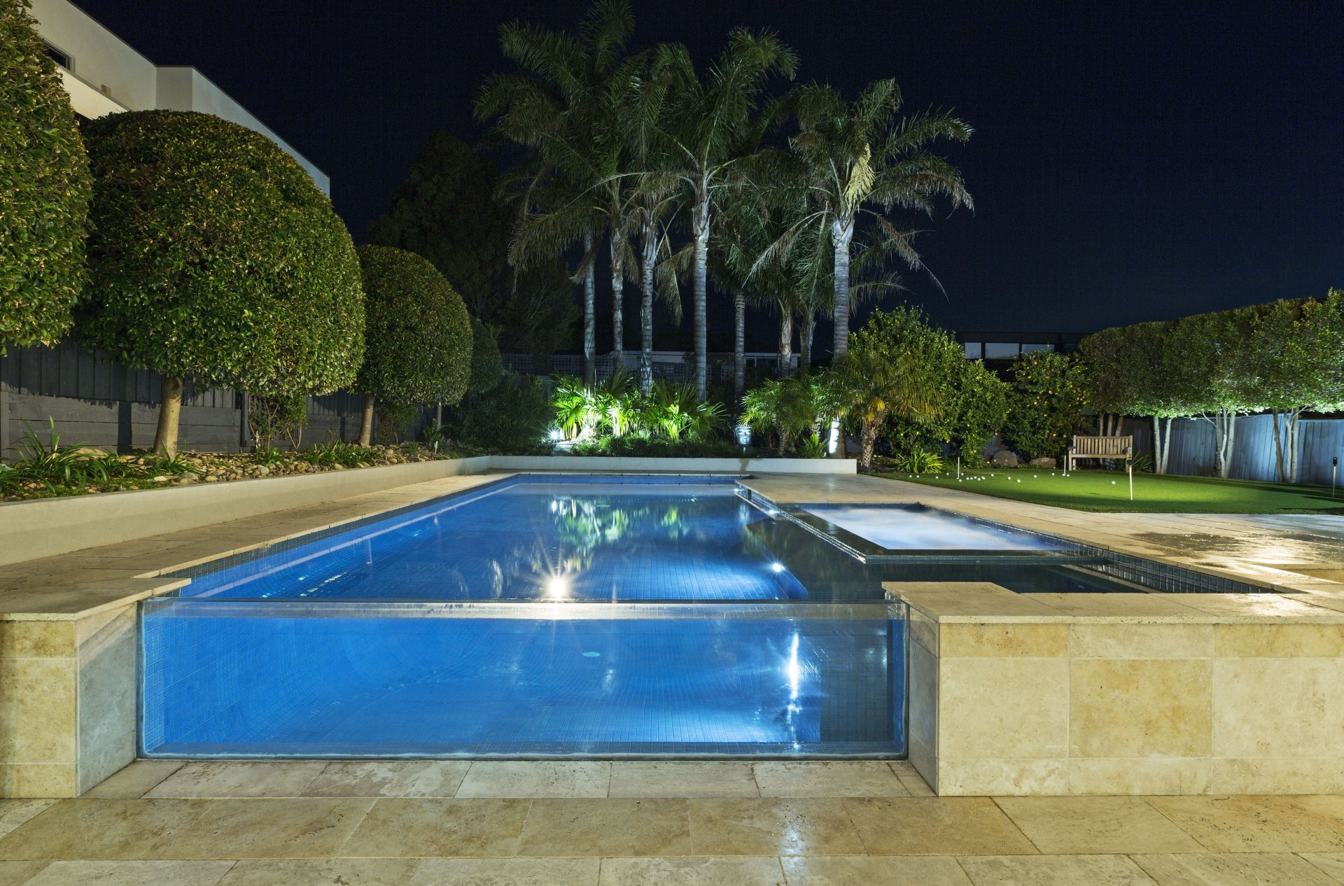 The customer came up with the idea to add a Acylic viewing panel on his existing pool – to this he advised his architect who renovated the home with acrylic viewing window as the showpiece.